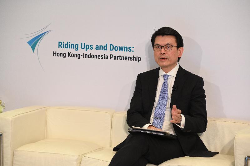 商務及經濟發展局與印尼駐港總領事館今日(八月十八日)聯合舉辦「香港—印尼:共啟商機」網上研討會,以促進兩地在貿易、投資、專業服務及創科等方面的協作。圖示商務及經濟發展局局長邱騰華在網上研討會上發言。