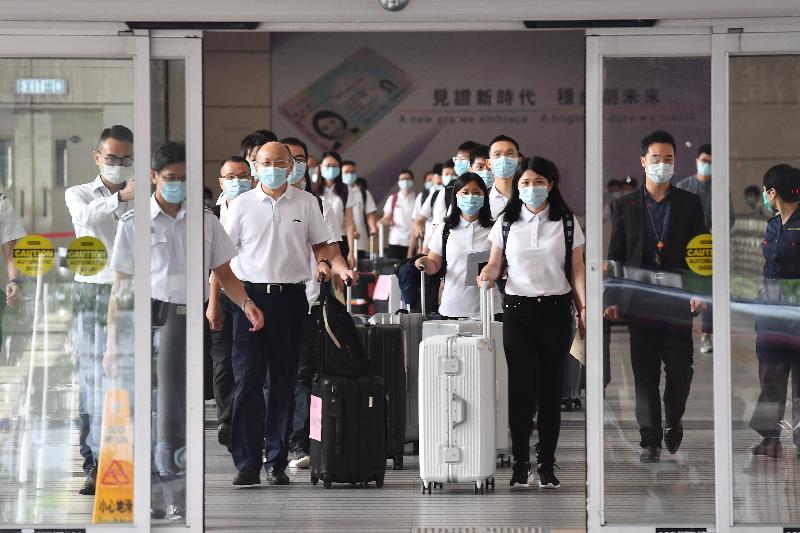 內地核酸檢測支援隊五十名成員今日(八月二十一日)抵港,協助特區政府開展大規模的社區病毒檢測工作。