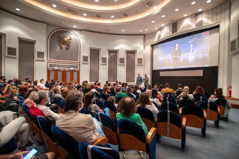 於十月十一日至十四日(塞薩洛尼基時間)在希臘塞薩洛尼基舉行,向香港導演陳果致敬的塞薩洛尼基國際電影節的Cinematheque Program,以全院滿座開始。 香港駐布魯塞爾經濟貿易辦事處副代表周雪梅於十月十一日在塞薩洛尼基國際電影節上通過視像向觀眾致辭,她感謝主辦單位在今年充滿挑戰的情況下仍努力將陳果的四部作品帶給希臘觀眾。