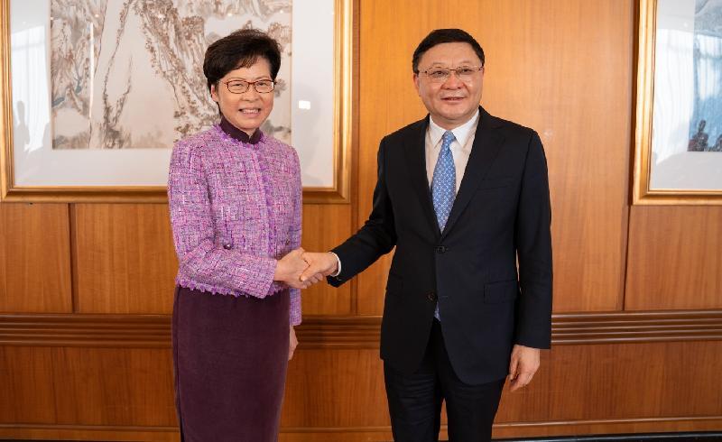 行政長官林鄭月娥(左)今日(十一月七日)在深圳與深圳市委書記王偉中(右)會面。