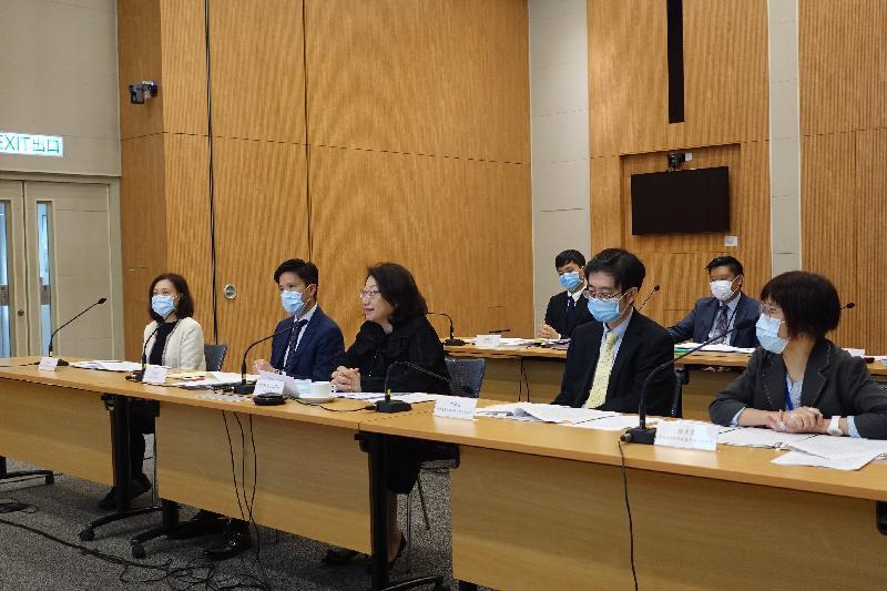 第二次粵港澳大灣區法律部門聯席會議今日(十二月十一日)下午在線上舉行。圖示律政司司長鄭若驊資深大律師(前排中)在聯席會議上發言。