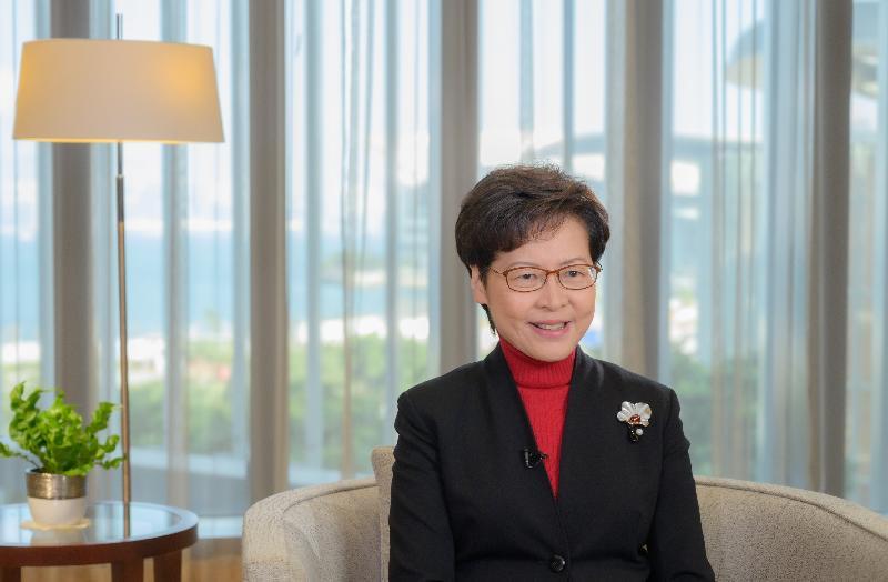 行政長官林鄭月娥今日(二月一日)在《香港01》2020經濟高峰論壇,透過視像致辭。