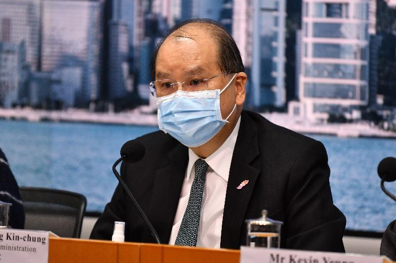 政務司司長張建宗今日(二月一日)在添馬政府總部就防疫抗疫措施舉行記者會。