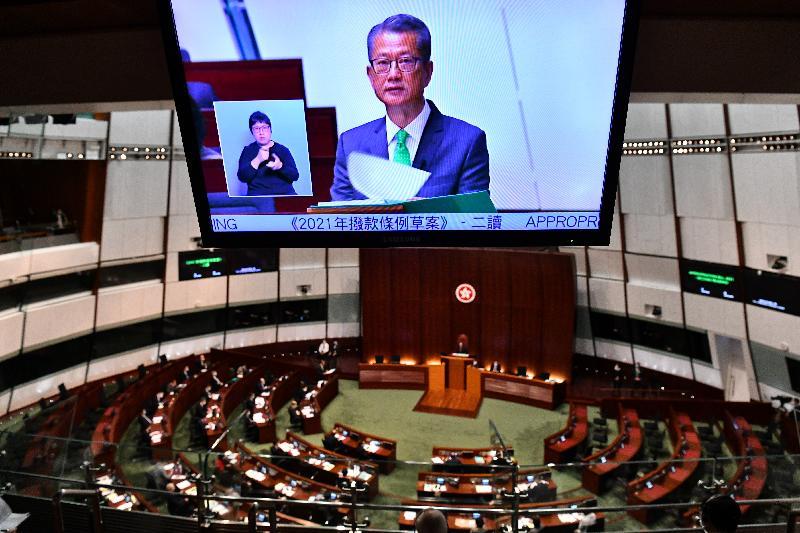 財政司司長陳茂波今日(二月二十四日)在立法會宣讀二零二一至二二年度《財政預算案》。