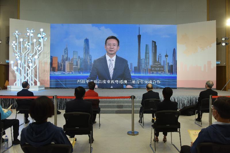 特區政府今日(二月二十六日)舉辦以「青年發展」為主題的「灣區起跑線 青年創明天」起動儀式。圖示廣東省副省長張新透過錄影視像致辭。