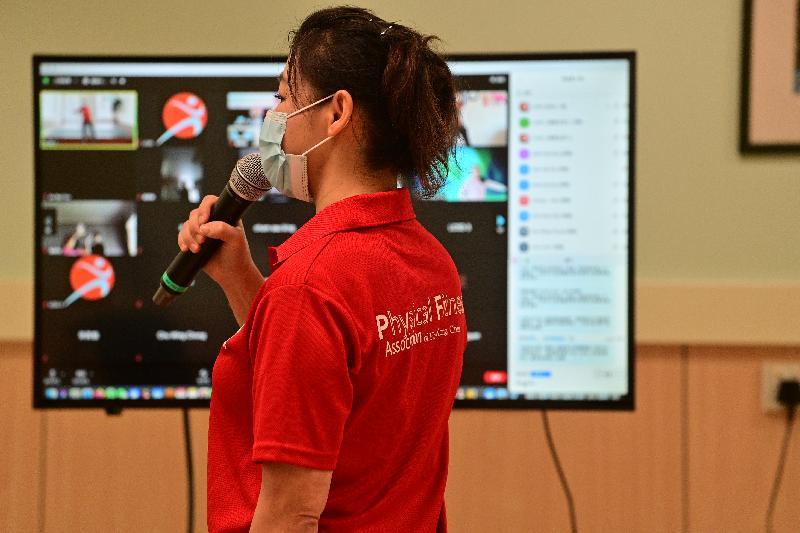 康樂及文化事務署主辦的「網上互動體育訓練課程」讓參加者與教練於網上平台進行互動運動訓練。新一期課程將加設羽毛球、「網球小將」和乒乓球項目。
