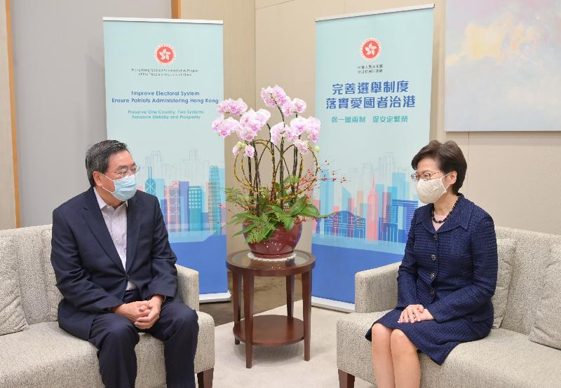行政長官林鄭月娥(右)今日(三月三十日)與立法會主席梁君彥(左)會面。