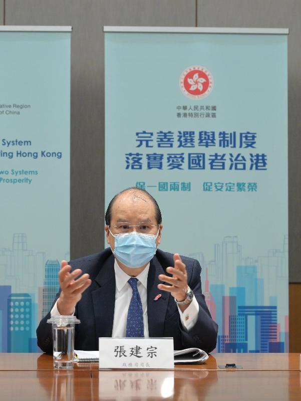 政務司司長張建宗今日(四月八日)主持兩場解說會,與部分全國性團體的港人代表會面,就完善香港特別行政區選舉制度繼續進行解說。圖示張建宗在其中一場解說會發言。