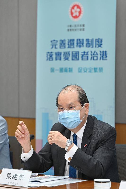 政務司司長張建宗今日(四月九日)主持解說會,與部分全國性團體的港人代表會面,就完善香港特別行政區選舉制度繼續進行解說。圖示張建宗在解說會發言。