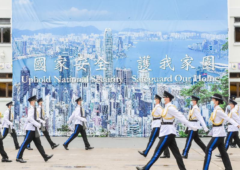 懲教署積極響應及支持今日(四月十五日)的「全民國家安全教育日」,並於該署的職員訓練院舉辦開放日。圖示中式步操表演。