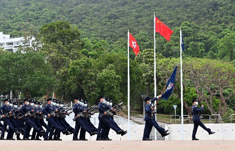 警務處今日(四月十五日)在警察學院舉辦「全民國家安全教育日」開放日活動。圖為警員首次進行中式隊列步操表演。