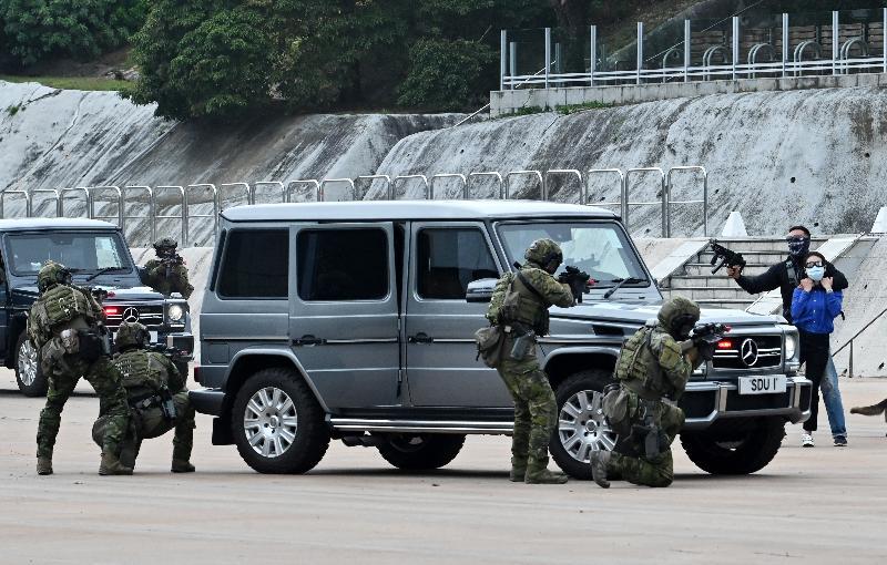警務處今日(四月十五日)在警察學院舉辦「全民國家安全教育日」開放日活動。圖為警隊特別隊伍進行反恐演練示範。