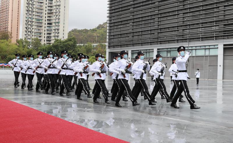 入境事務處儀仗隊今日(四月十五日)於響應「全民國家安全教育日」舉辦的入境事務學院開放日中手持中式禮槍表演中式步操。