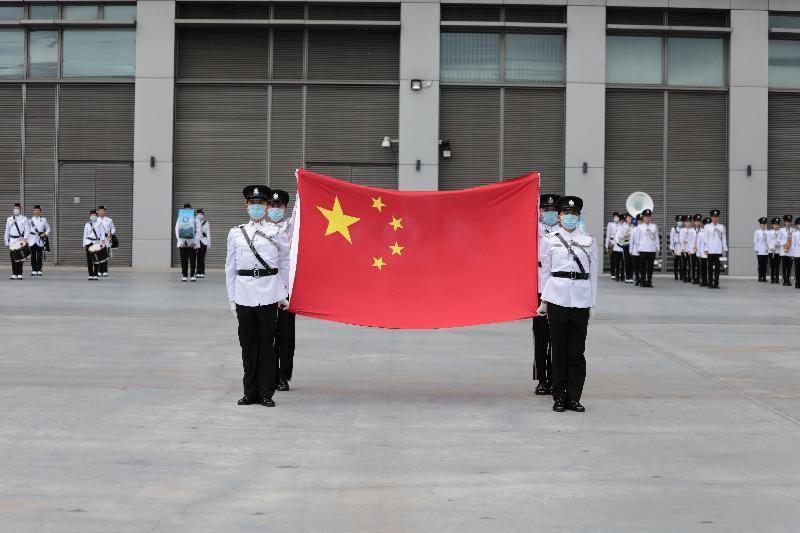 為響應「全民國家安全教育日」,入境事務學院今日(四月十五日)舉辦開放日,護旗手在步操表演中手持國旗莊嚴地進場。