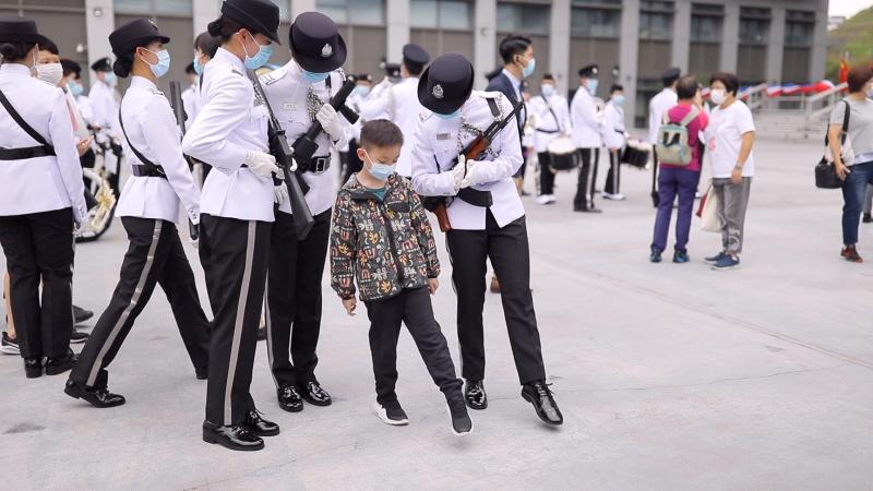 入境處儀仗隊今日(四月十五日)於為響應「全民國家安全教育日」舉辦的入境事務學院開放日中教授市民中式步操。