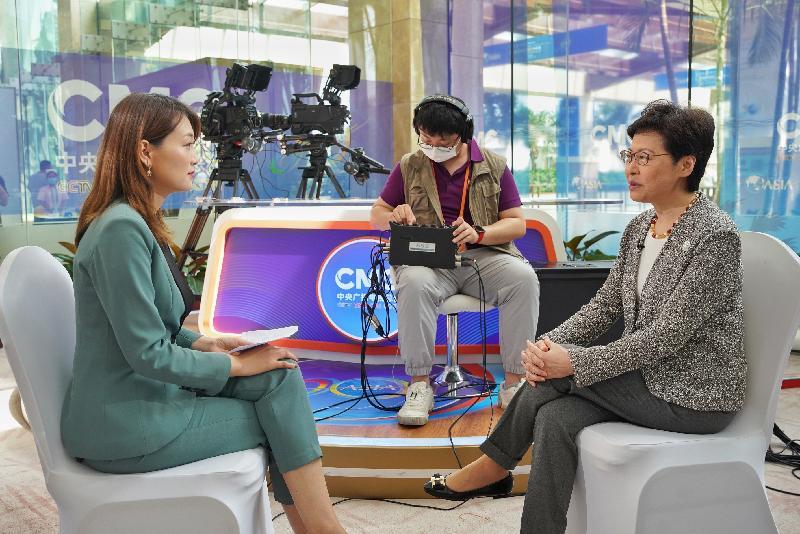 行政長官林鄭月娥(右)昨日(四月十九日)在海南分別接受了多間香港、內地和國際媒體訪問。
