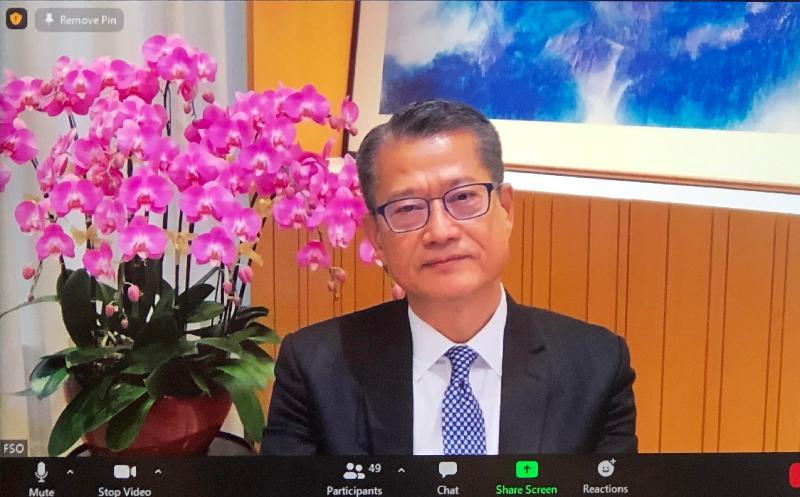 財政司司長陳茂波今日(四月三十日)在亞洲之家企業會員網上簡介會向英國商界領袖介紹香港作為全球投資和貿易樞紐的領導位置。