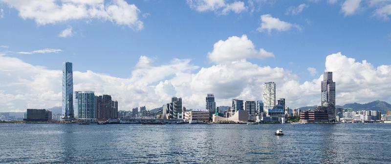 連接金鐘添馬和香港會議展覽中心的灣仔海濱長廊今日(五月七日)進一步開放,新開放的空間面積約7 800平方米,市民可漫步及耍樂,同時欣賞遼闊的維港景致。