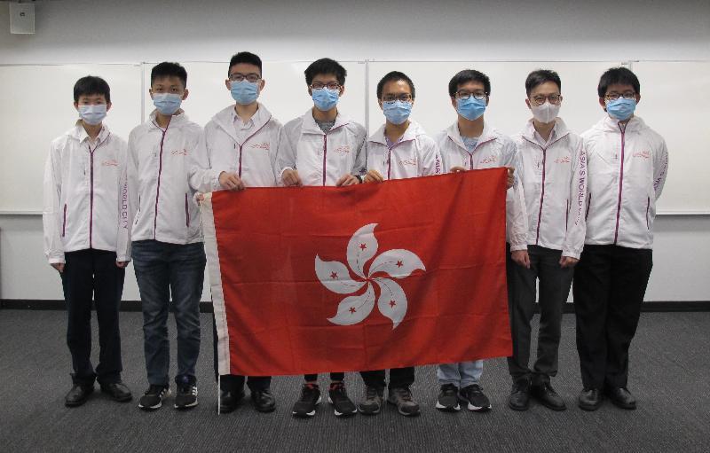 八名學生代表香港參加五月十七日至二十四日網上舉行的第二十一屆亞洲物理奧林匹克,表現優異。他們是(由左起)藍仲宏、張汶彥、陳立仁、張瑋峰、陳子峻、湯梓峰、鄭逸朗和劉思進。
