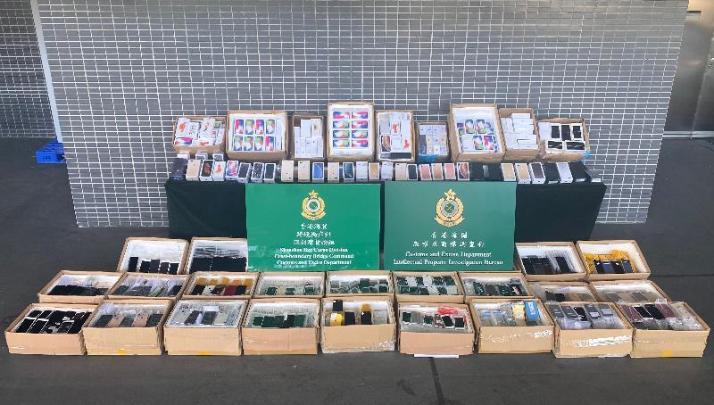 香港海關檢獲懷疑冒牌手提電話及配件