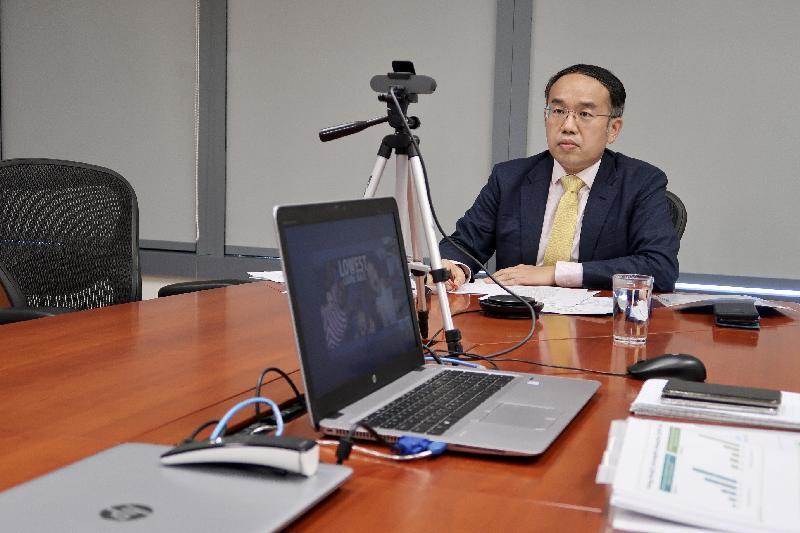 財經事務及庫務局局長許正宇今日(六月十五日)於香港駐新加坡經濟貿易辦事處和投資推廣署為印度商界合辦的網上研討會發言。