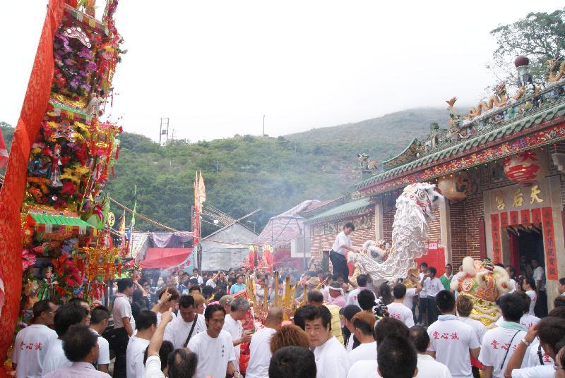 香港天后誕獲國家文化和旅遊部列入第五批《國家級非物質文化遺產代表性項目名錄》。圖示西貢糧船灣慶祝天后誕的盛況。