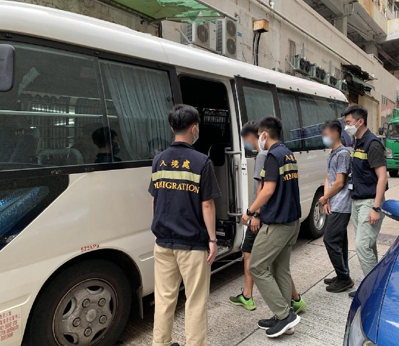 反非法勞工行動拘十四人