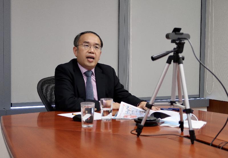 財經事務及庫務局局長許正宇六月十八日(柏林時間)於網上研討會向瑞士的商界領袖講解金融界的全球趨勢,以及香港的獨特優勢。