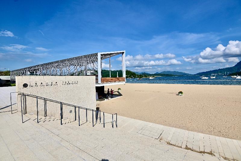 康樂及文化事務署轄下大埔龍尾泳灘六月二十三日(星期三)起開放予公眾使用,為市民休閒娛樂提供多一個好去處。泳灘長約二百米,設施包括更衣室、淋浴設備和洗手間。