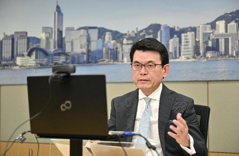 商務及經濟發展局局長邱騰華今日(六月二十四日)出席由香港駐多倫多經濟貿易辦事處及港加商會合辦的網上研討會,向加拿大商界介紹香港的最新發展和營商優勢,推介香港是加拿大企業進入中國內地和亞太地區營商和投資的理想門戶。