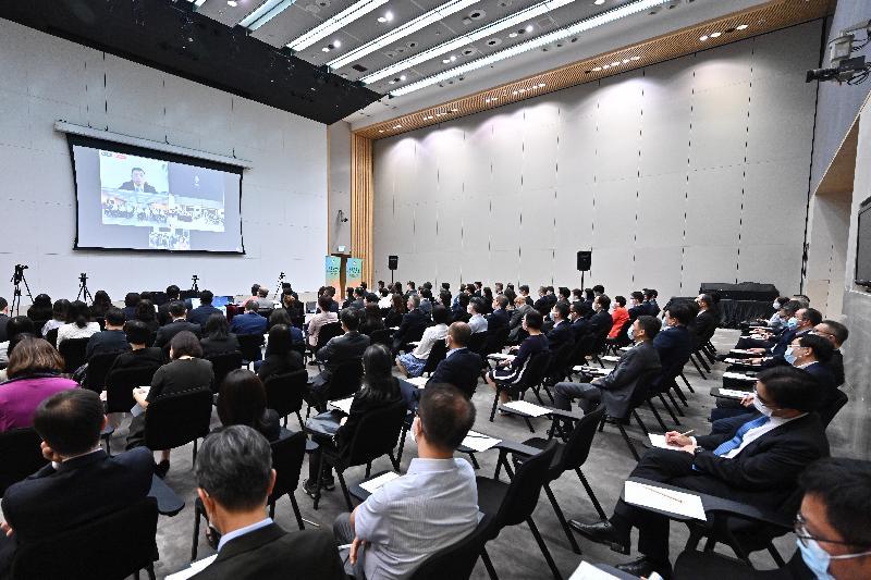 公務員事務局今日(六月二十九日)在政府總部舉辦國家安全講座,由清華大學法學院王振民教授透過視像形式主講《中華人民共和國香港特別行政區維護國家安全法》。