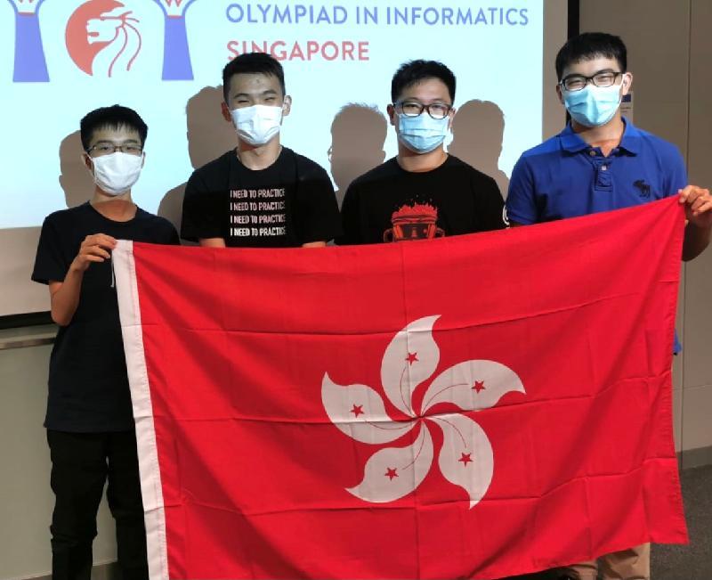 四名學生代表香港參加六月十九日至二十五日網上舉行的第三十三屆國際電腦奧林匹克競賽,表現優異。他們是(由左起)謝昶豪、謝凌睿、梁譽曦和楊汶璁。