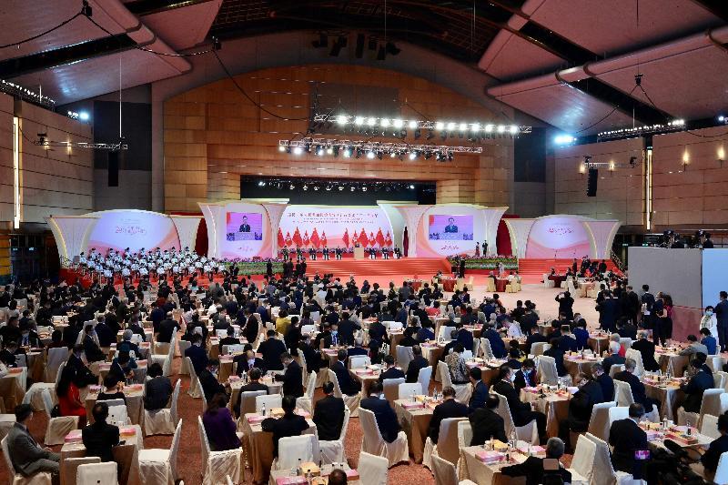 署理行政長官李家超和主要官員及嘉賓今早(七月一日)在香港會議展覽中心出席香港特別行政區成立二十四周年酒會。