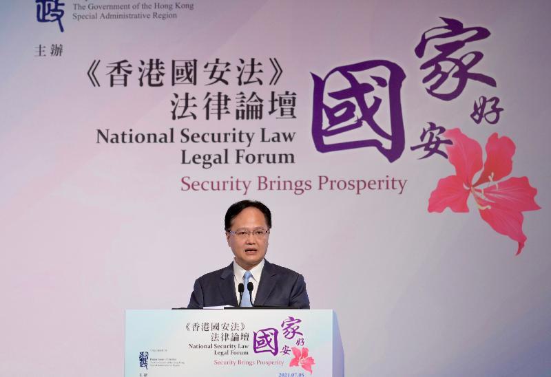 律政司主辦題為「國安家好」的《香港國安法》法律論壇今日(七月五日)在網上舉行,增進各界對《中華人民共和國香港特別行政區維護國家安全法》的了解和認識。圖示中央人民政府駐香港特別行政區聯絡辦公室副主任陳冬在論壇開幕式致辭。