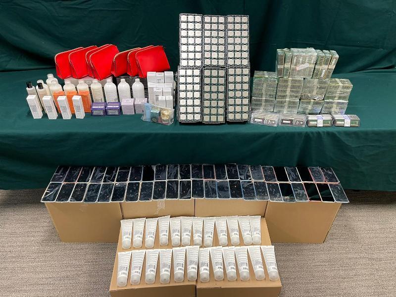 香港海關檢獲懷疑走私電子產品及化妝品