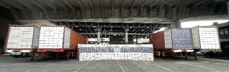 香港海關昨日(七月十七日)分別在文錦渡、青衣和上水檢獲共約二千七百萬支懷疑私煙,估計市值約七千六百萬元,應課稅值約五千三百萬元。