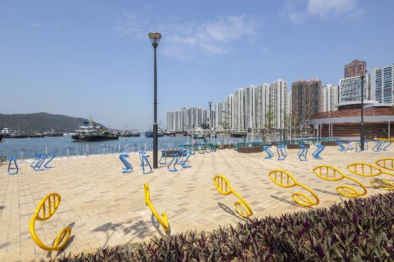 土木工程拓展署今日(七月十九日)公布,位於荃灣海濱的單車徑及單車匯合中心全面開通。圖為單車匯合中心內的單車泊位。
