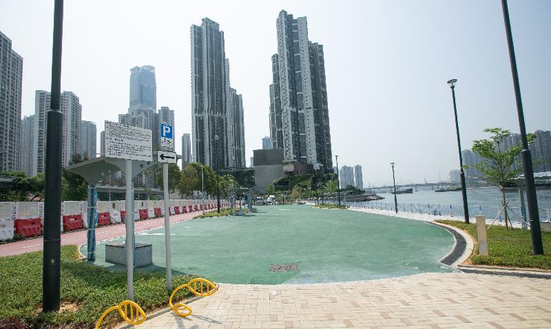 土木工程拓展署今日(七月十九日)公布,位於荃灣海濱的單車徑及單車匯合中心全面開通。圖為單車匯合中心內的單車練習場。