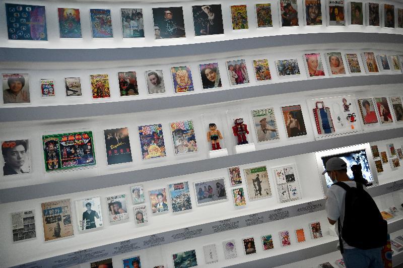 「瞧潮香港60+」展覽開幕典禮今日(七月二十七日)在香港文化博物館舉行。圖示展覽內展出的不同年代經典玩具、漫畫和出版刊物。