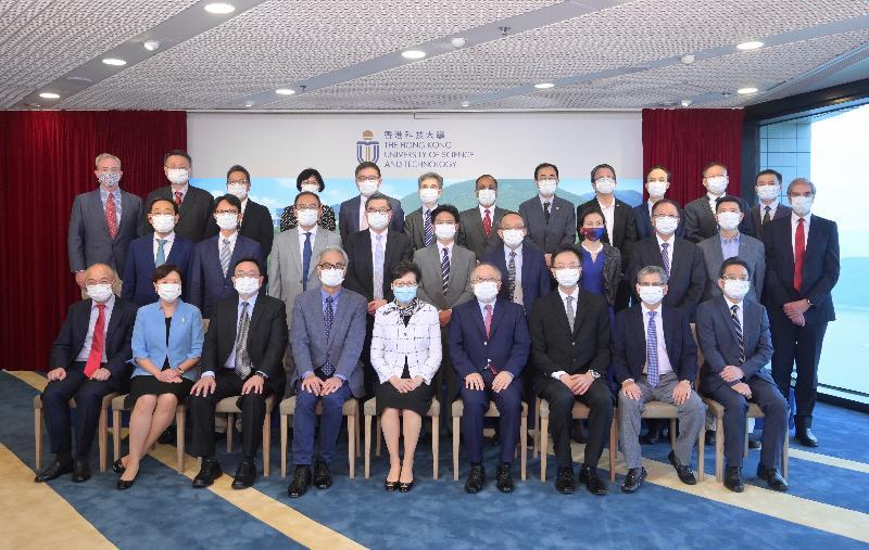 行政長官林鄭月娥今日(八月六日)到訪香港科技大學(科大)。圖示林鄭月娥(前排中)與科大高層合照。
