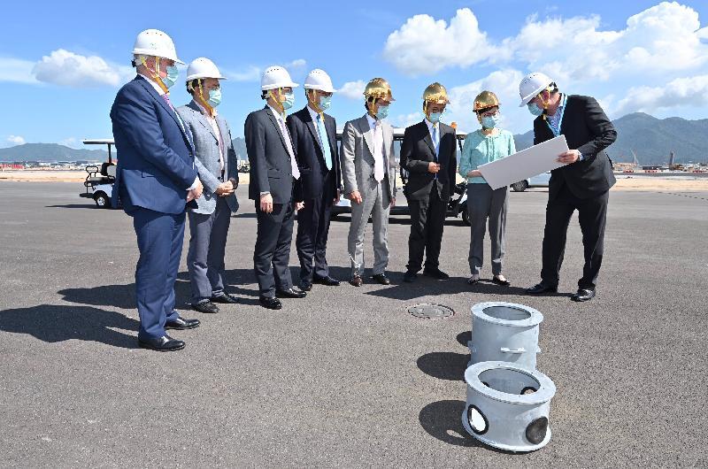行政長官出席香港國際機場第三跑道鋪設工程竣工典禮致辭