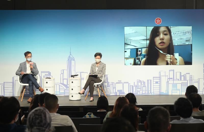 行政長官林鄭月娥(右)今日(九月十二日)上午出席香港電台節目《2021年施政報告公眾諮詢》。