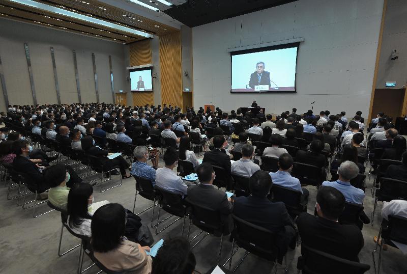 公務員事務局今日(九月十四日)舉辦專題講座,由外交部駐香港特別行政區特派員公署副特派員楊義瑞主講,主題為「中美關係和香港未來」。
