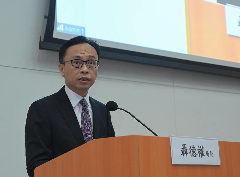 公務員事務局今日(九月十四日)舉辦專題講座,由外交部駐香港特別行政區特派員公署副特派員楊義瑞主講,主題為「中美關係和香港未來」。圖示公務員事務局局長聶德權在講座致辭。