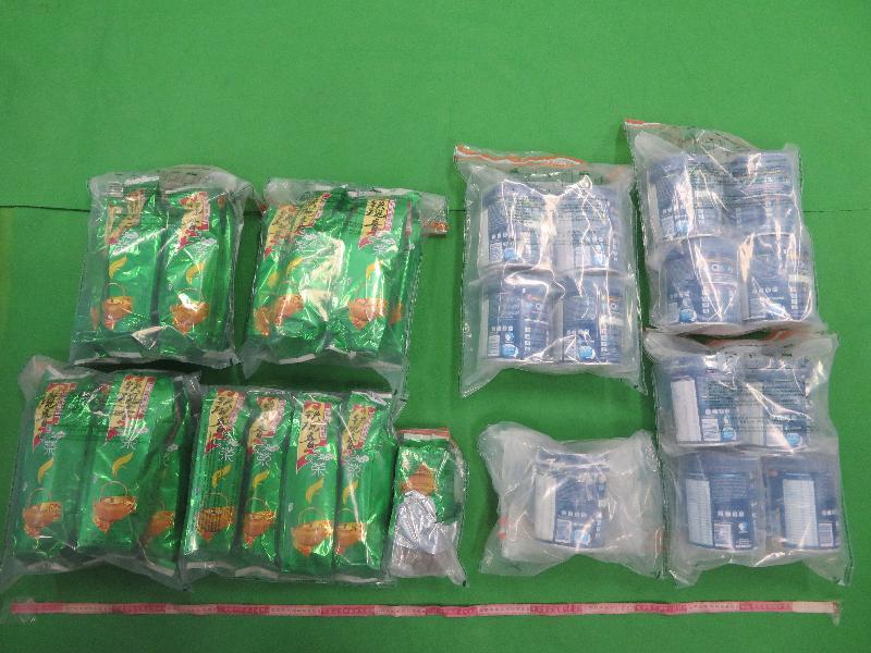 香港海關九月一日至今日(九月十五日)進行一項大型反毒品行動,旨在打擊販毒集團利用包裹偷運毒品到香港。圖示部分用作收藏懷疑毒品的奶粉罐和袋裝茶葉。