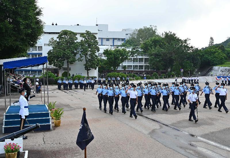 全國人民代表大會常務委員會香港特別行政區基本法委員會副主任譚惠珠今日(九月十八日)在香港警察學院舉行的結業會操檢閱16名見習督察及130名學警。