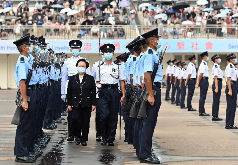 全國人民代表大會常務委員會香港特別行政區基本法委員會副主任譚惠珠今日(九月十八日)出席在香港警察學院舉行的結業會操。