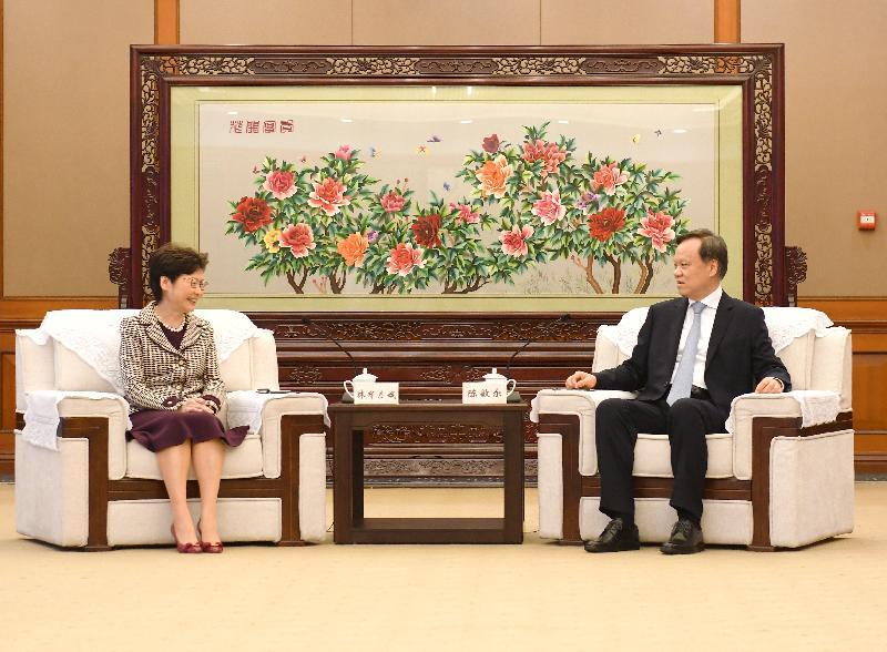 行政長官林鄭月娥(左)今日(九月二十四日)在重慶與重慶市委書記陳敏爾(右)會面。