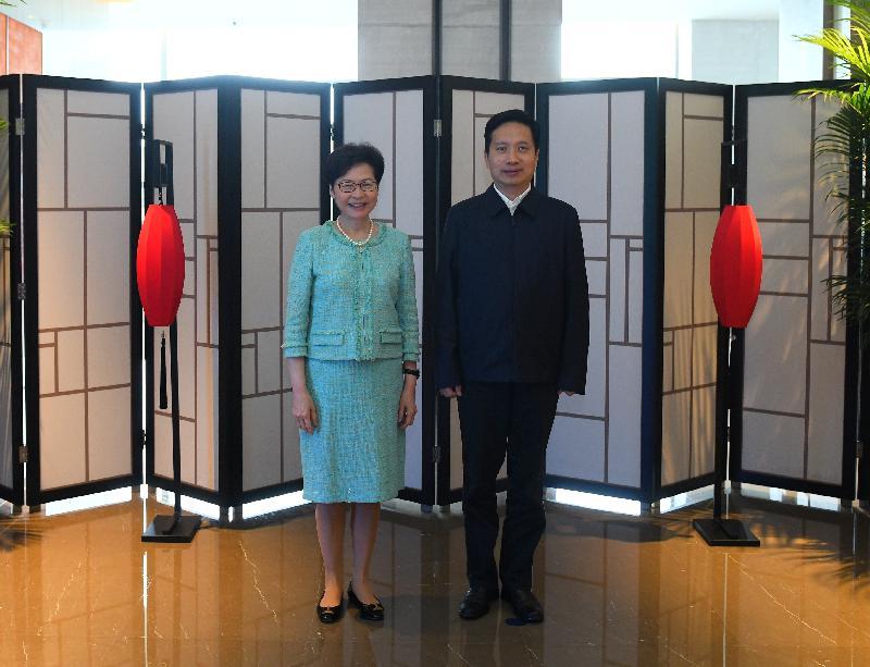 行政長官林鄭月娥(左)今日(九月二十六日)在西安與陝西省省長趙一德(右)會面。