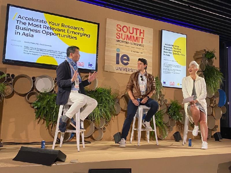 香港駐布魯塞爾經濟貿易辦事處香港駐歐洲聯盟特派代表張國財(左)於十月六日(馬德里時間)在馬德里舉行的南方峰會的亞洲商機討論會中推廣香港。